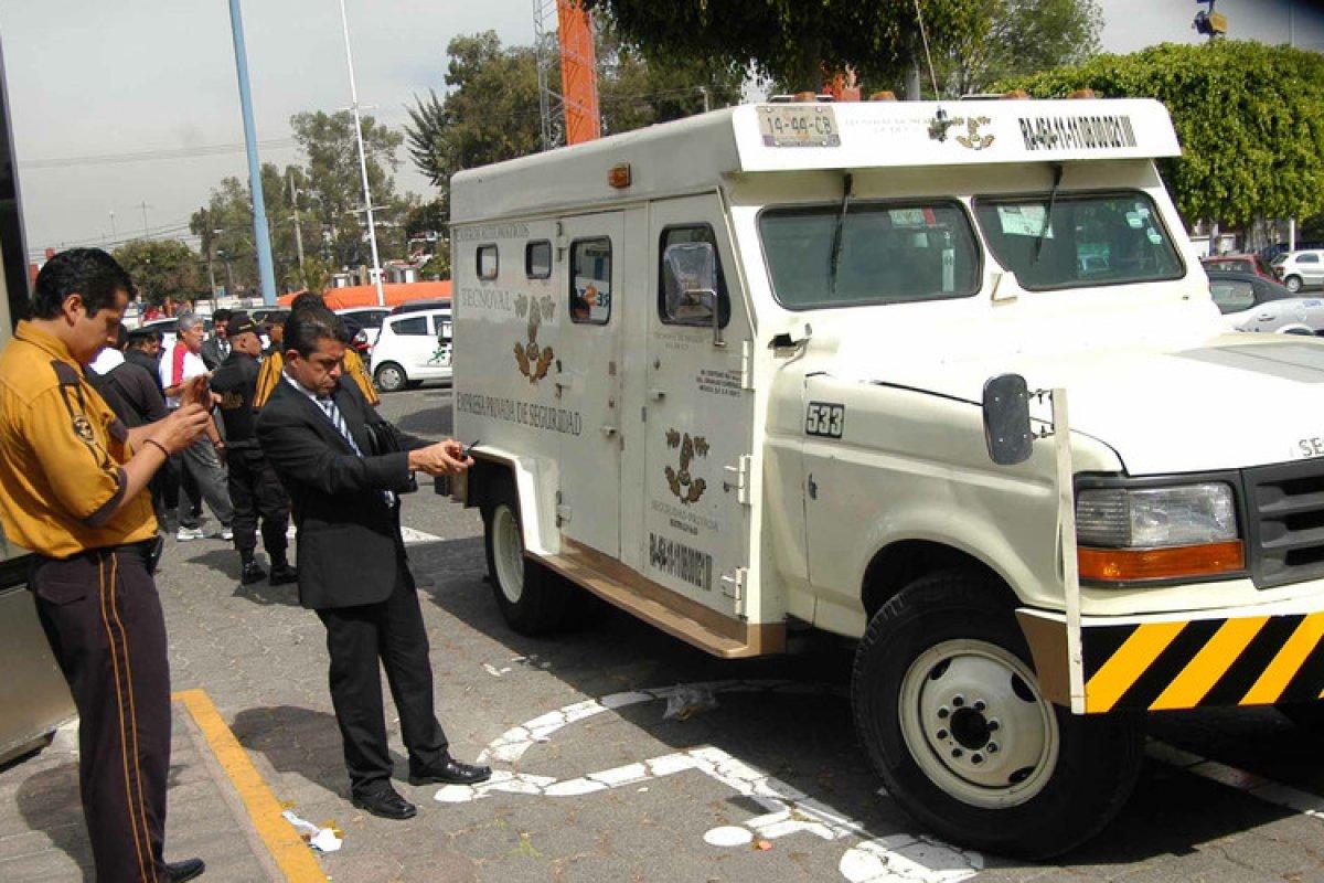 Con frío cálculo los falsos guardias llegaron a la sucursal 20 minutos antes que los verdaderos en una camioneta con logos de Tecnoval.