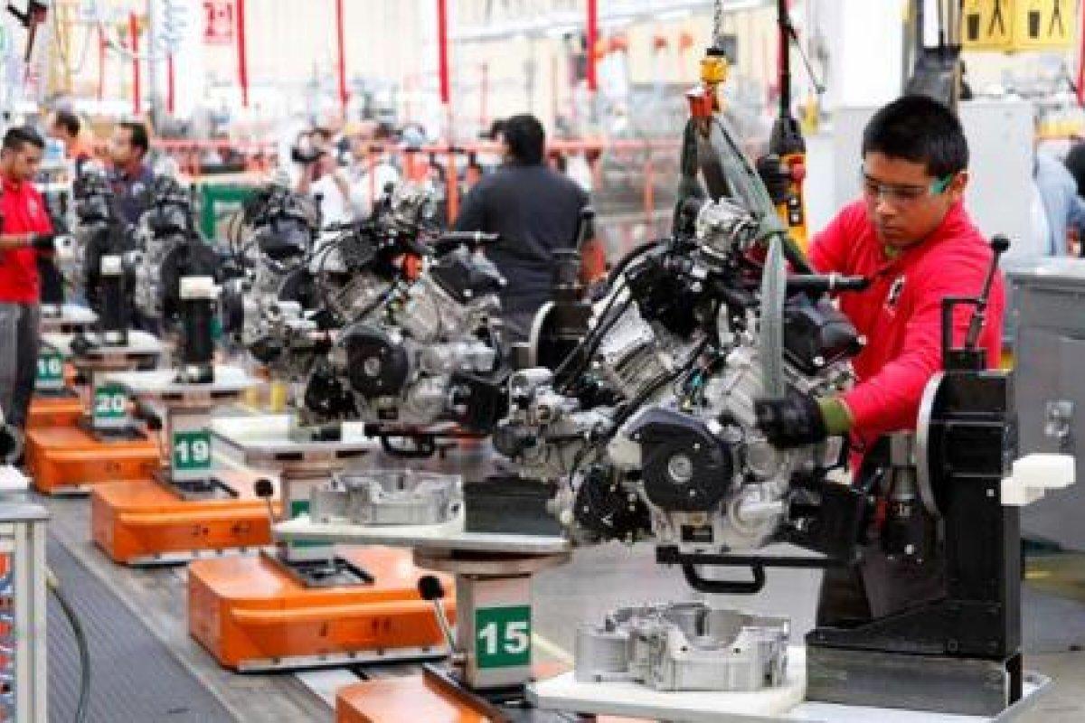 La caída en la producción de vehículos de motor en agosto contrasta significativamente con el alza de 9% en julio.