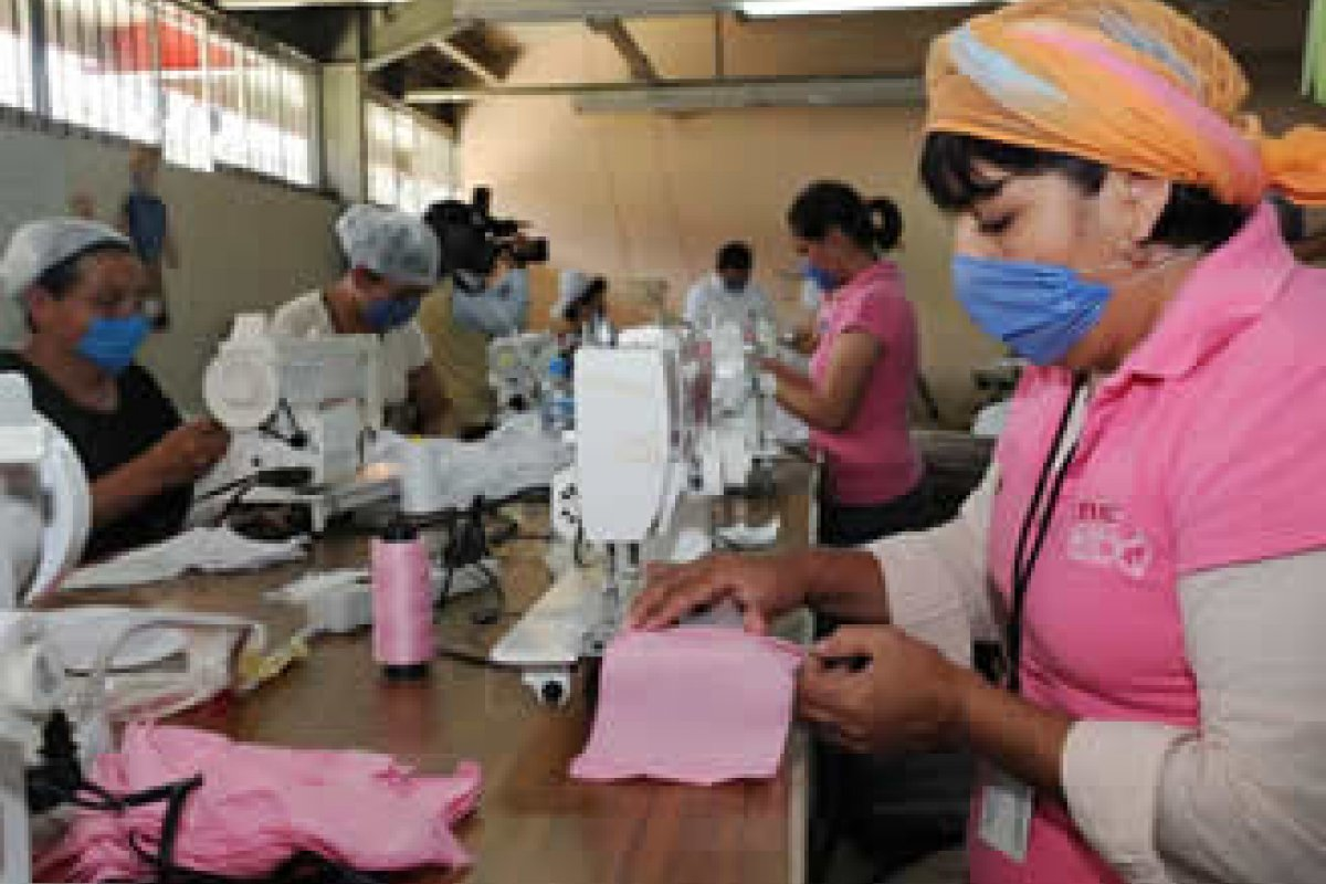 El empleo del sector manufacturero cayó 3.5 puntos para ubicarse en 54.6 puntos en septiembre contra los 58.1 de agosto.