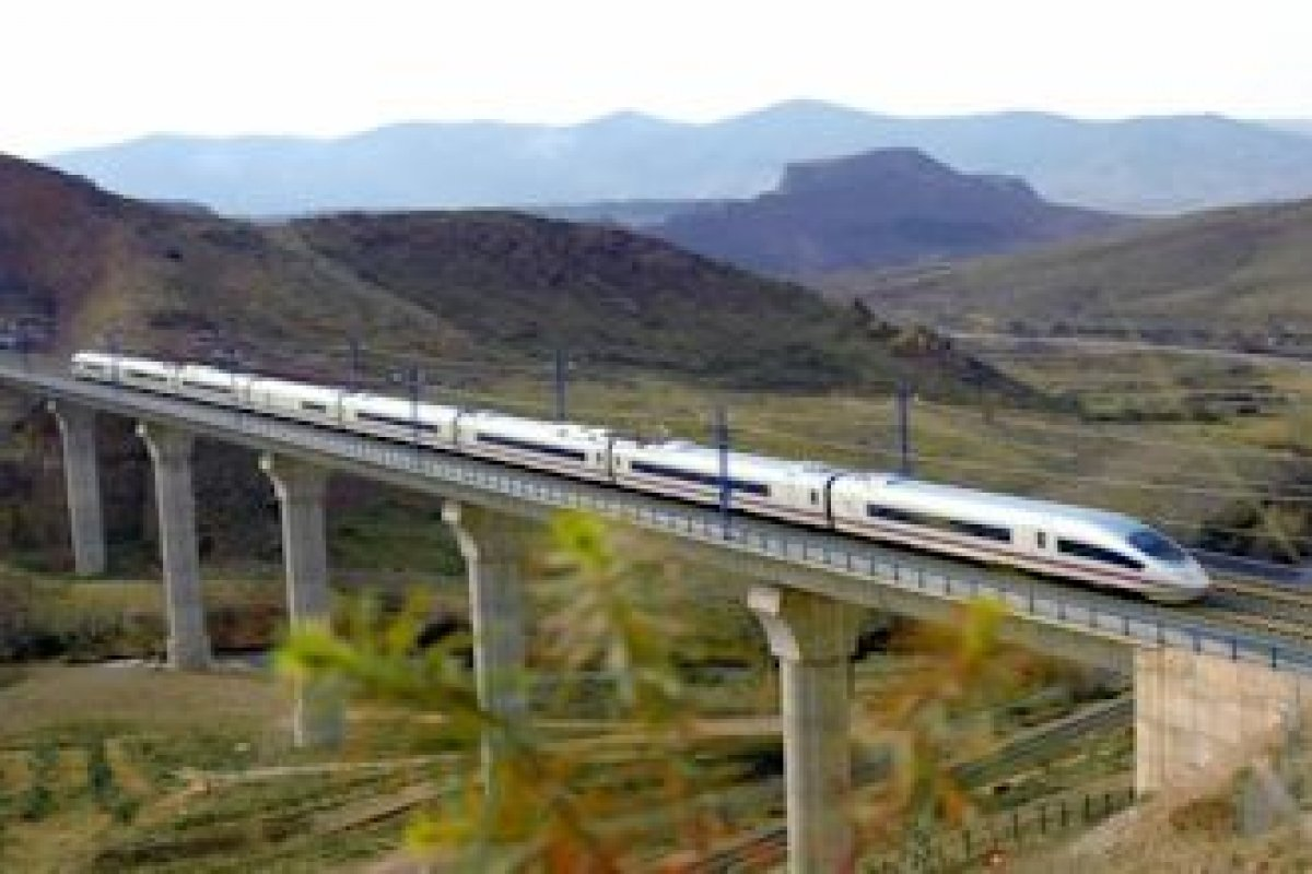 Un ejemplo de los grandes proyectos es el Tren Transpeninsular, Nuevo aereopuet con una inversión de casi 1,800 millones de dólares que quedaría concluido en 2018