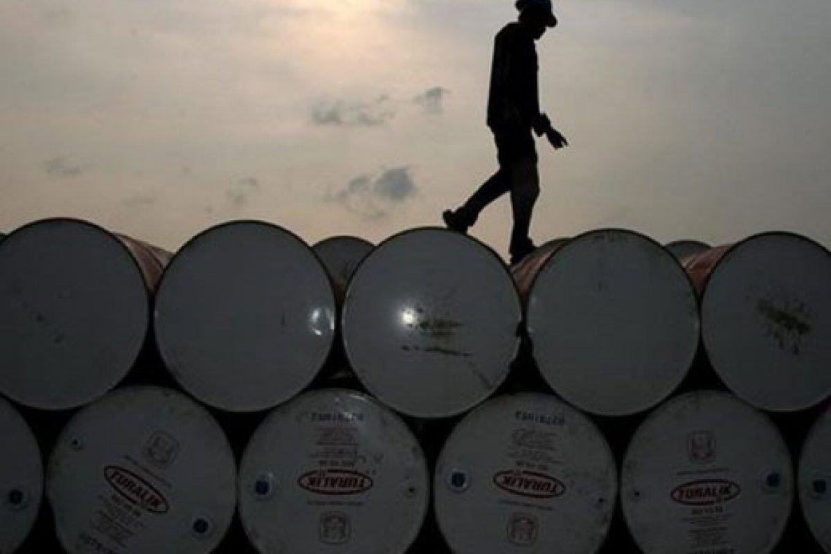 El día de ayer, la mezcla mexicana de petróleo de exportación cayó también a su nivel más bajo desde diciembre del 2010, al cotizarse en 80.18 dólares por barril.
