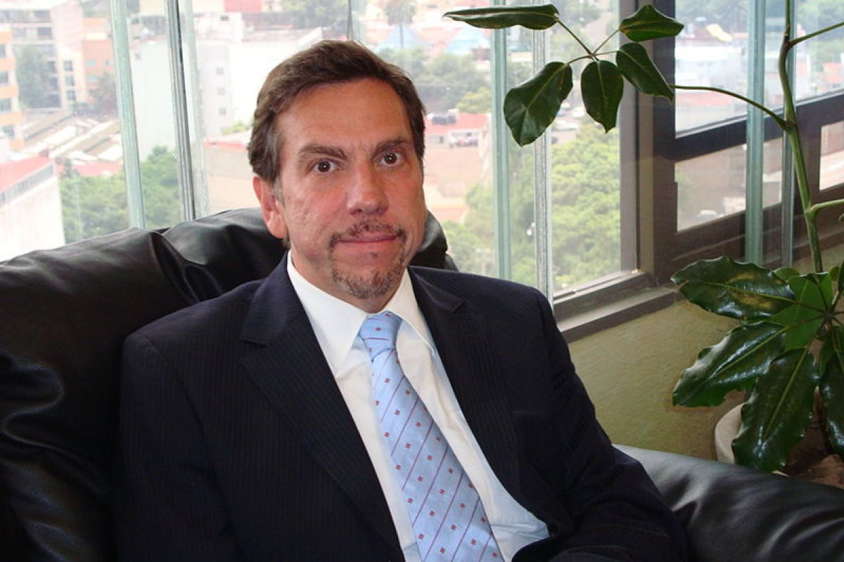 Javier Laynez Potisek, procurador fiscal, explicó que el delito es penal porque involucra actos ilegales como interceptación de comunicaciones.