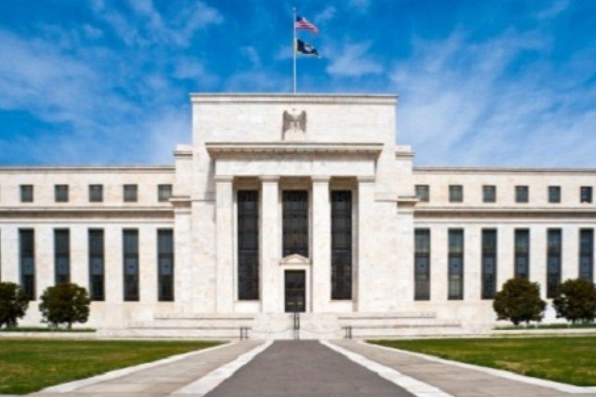 La actividad económica está expandiéndose a un paso moderado, dijo la Fed.