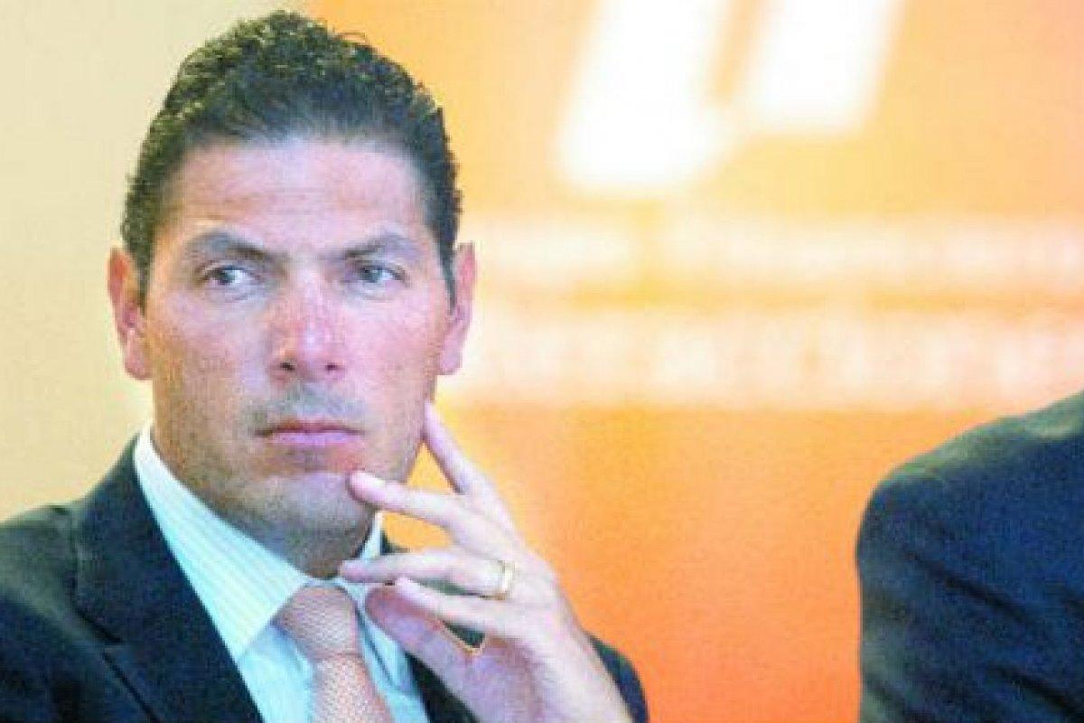 Carlos Hank González forma parte de la familia accionista mayoritaria del Grupo Financiero.