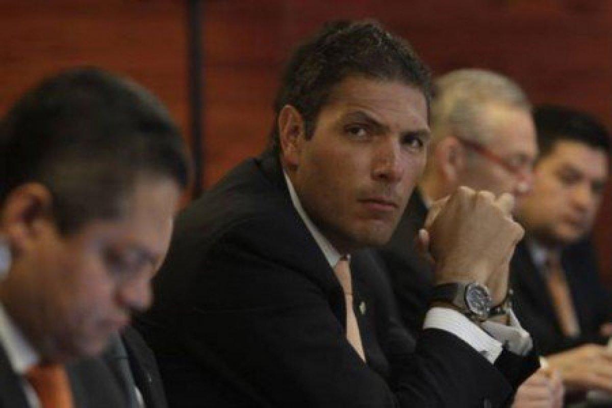 Esta es la segunda vez que Carlos Hank González niega en los últimos dos meses una fusión entre ambas instituciones.
