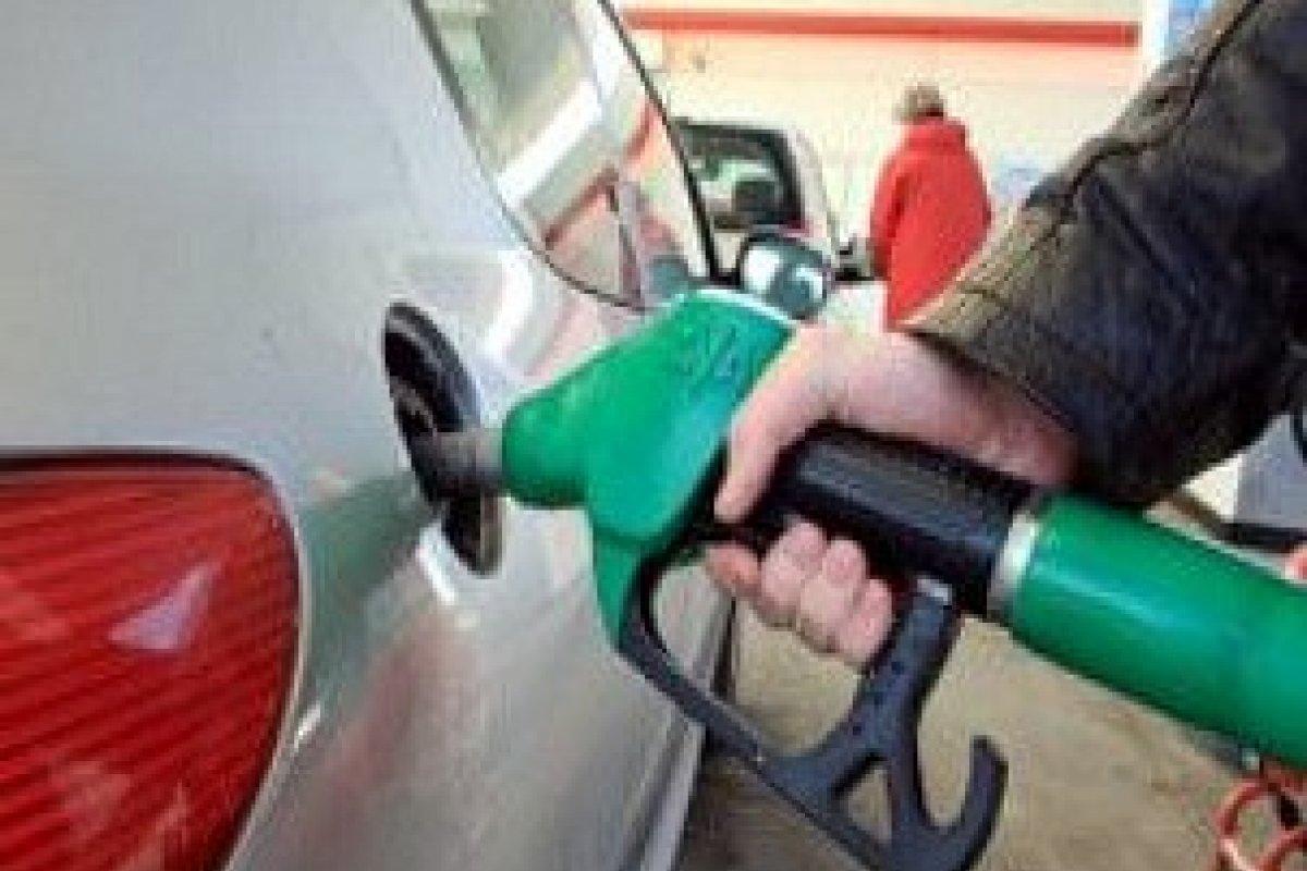 Proporcionalmente al ingreso promedio, la gasolina en México es más cara que en países como Noruega, Canadá o Estados Unidos.