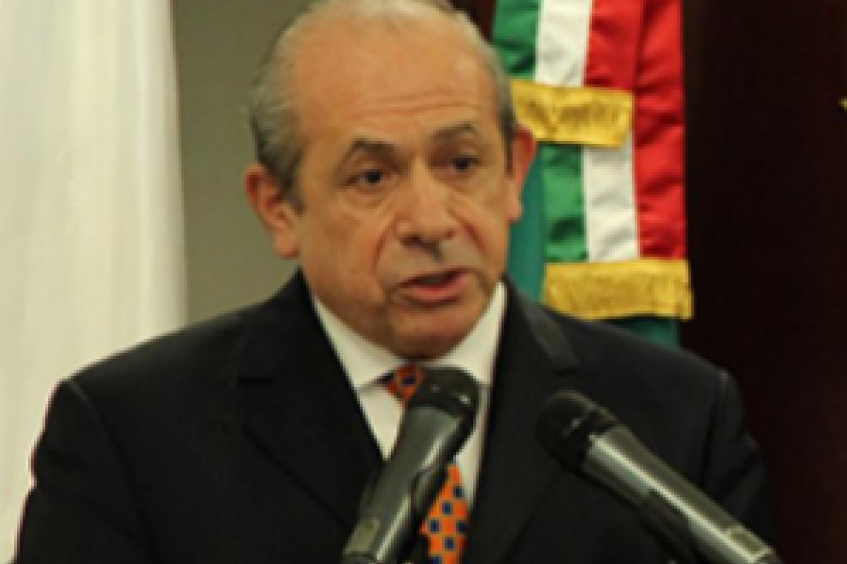 El nuevo director general del IPN, Enrique Fernández Fassnacht, se comprometió a eliminar las remuneraciones a exdirectores.