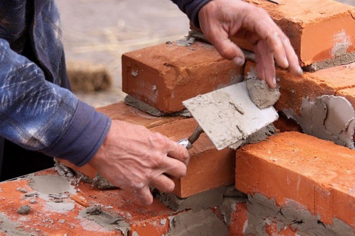 Un porcentaje considerable de los empleos generados por la construcción de vivienda los oferta la gente que produce su casa por sus propios medios.