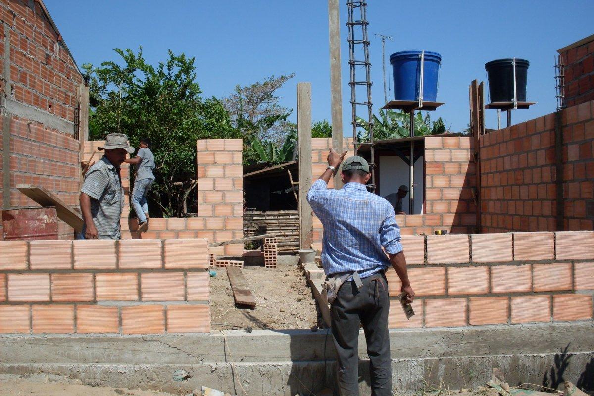 La construcción de viviendas y otros edificios pagó menos a sus trabajadores que en las obras de ingeniería civil como puentes y carreteras.