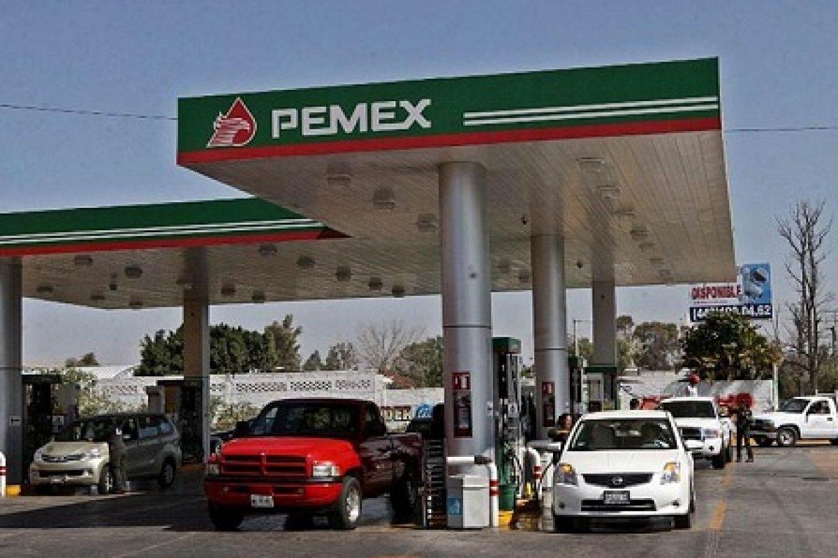 Por lo menos desde junio del 2014 los mexicanos han pagado un impuesto indirecto al comprar gasolinas a precios fuera de mercado. Hoy el país vende gasolinas 60% más caras que en Estados Unidos.