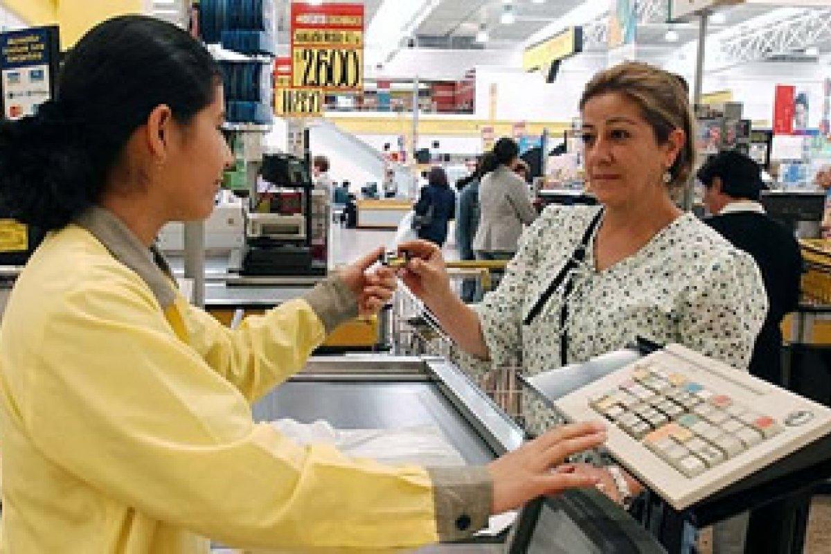 Casi la mitad de los abusos cometidos contra los usuarios de tarjetas se realizan a través de terminales punto de venta.