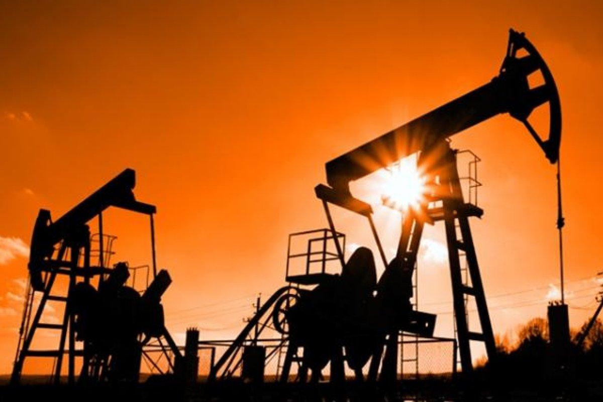 La guerra de pretroprecios entre EU y la OPEP derivó en una caída del 69% en el precio del barril de Brent durante 2014, y continúa.