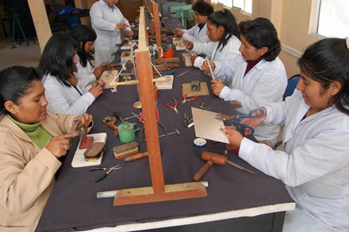 En  México el la tasa de mujeres con un empleo remunerado se ubicó en 43.8% al cierre de 2014.