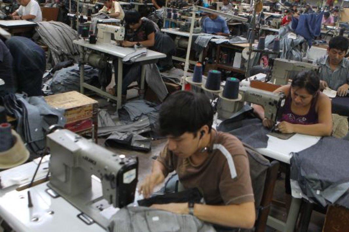 La inversión en maquinaria y equipo tuvo una caída durante el segundo mes del año de 7.6%.