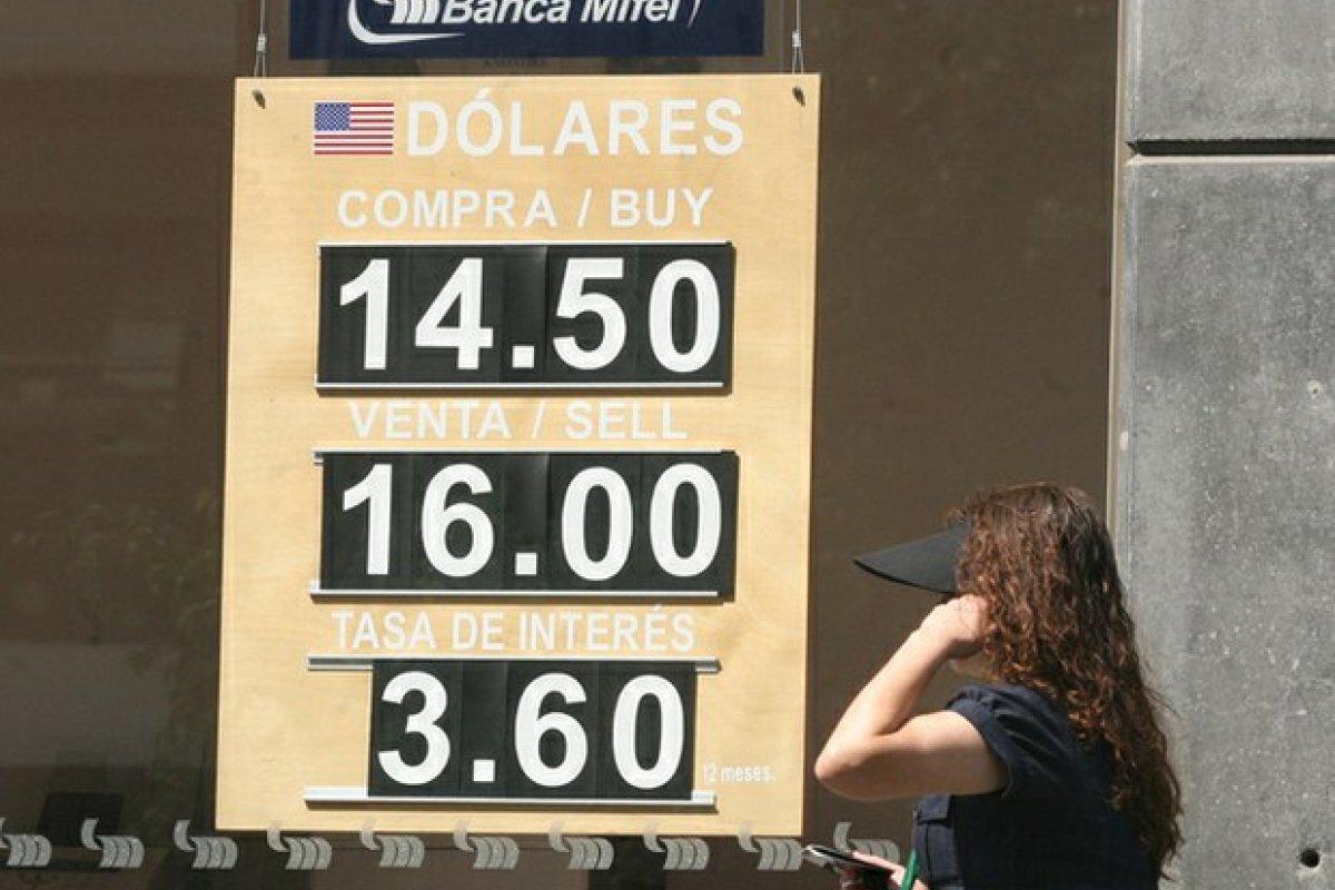 Hoy el peso, al mayoreo, se depreció 1.16% frente al dólar. Y en la primera semana de junio se ha depreciado 2.11% frente a la divisa estadounidense