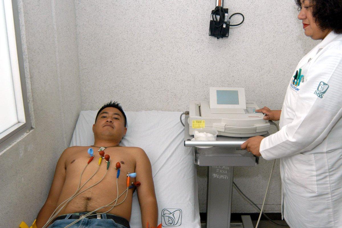 Para reducir los factores de ECV, diabetes y obesidad, México necesita fortalecer la atención médica primaria y de casos agudos, indica OCDE.