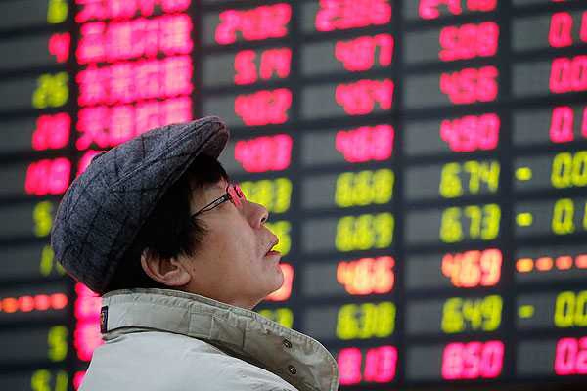 """""""La liquidez está totalmente agotada"""" le dijo Du Changchun, un analista de Northeast a la agencia Reuters. """"Nunca he visto este tipo de desplome antes"""""""