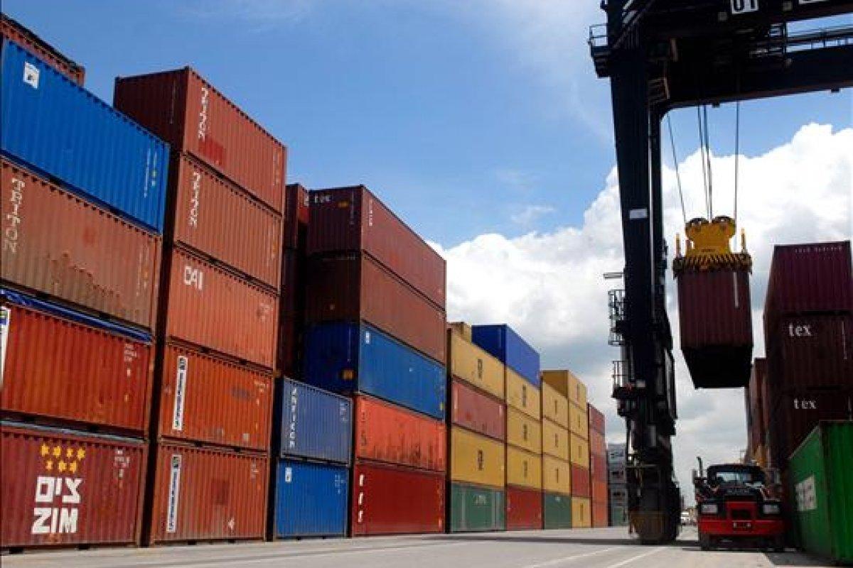 En junio las exportaciones tuvieron un total de 31,976 millones de dólares y las importaciones de 33330.4 millones de dólares.
