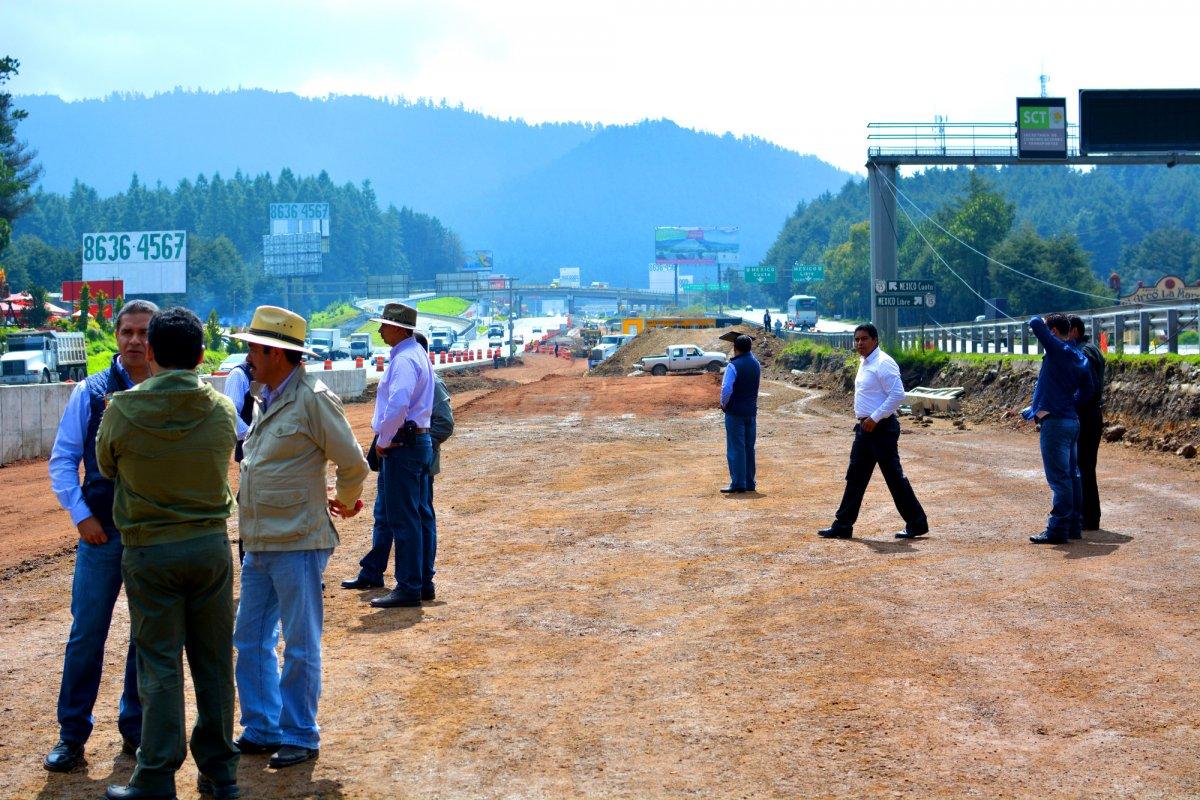 En materia de autopistas, aseveró Murrieta Cummings, la actual administración tiene el compromiso de concluir 52, con una inversión total de más de 180 mil millones de pesos