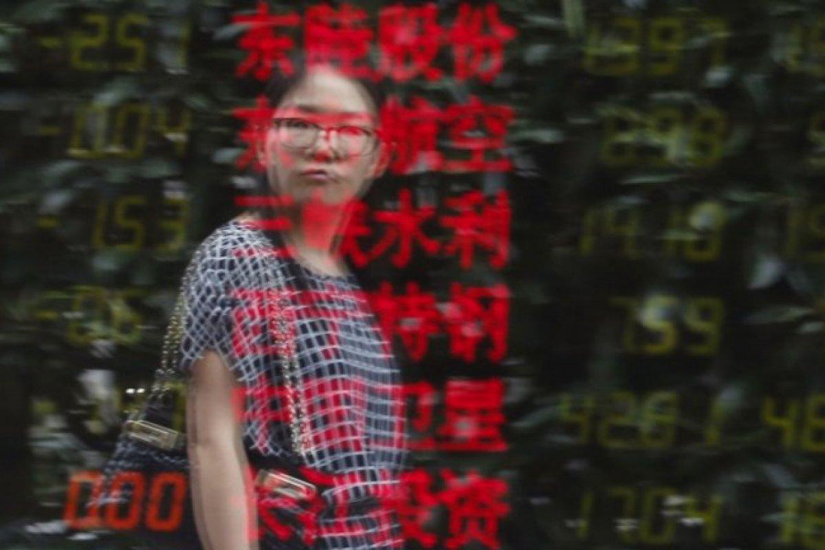 El Yuan Chino registró una caída del -0.10%; mientras que el Hang Seng de Hong Kong también retrocedió 4.88 %