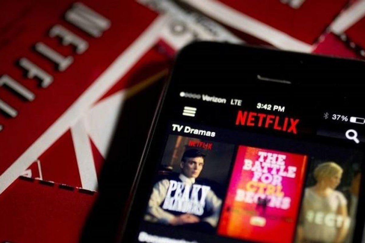 Que los hijos utilicen la cuenta de Netflix de sus padres incuso cuando ya se mudaron no ayuda al financiamiento de la plataforma.