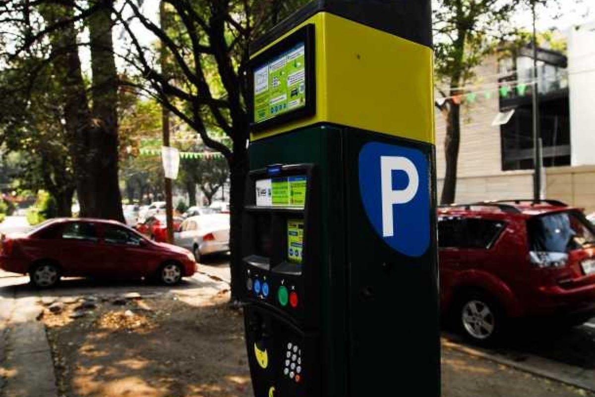 El costo de los parquímetros se mantendrá en dos pesos con 34 centavos por cada 15 minutos. Foto: Capital 21