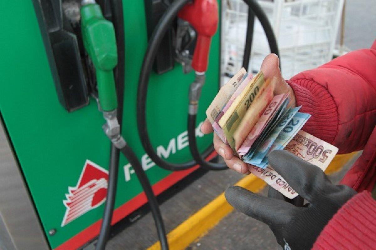 Hay 43 gasolineras del país en donde el litro de gasolina Premium superó los 20 pesos.El reporte indica que los precios altos se ubican en la zona oriente del país, en 19 estaciones de servicio de Michoacán, y 13 de Jalisco.