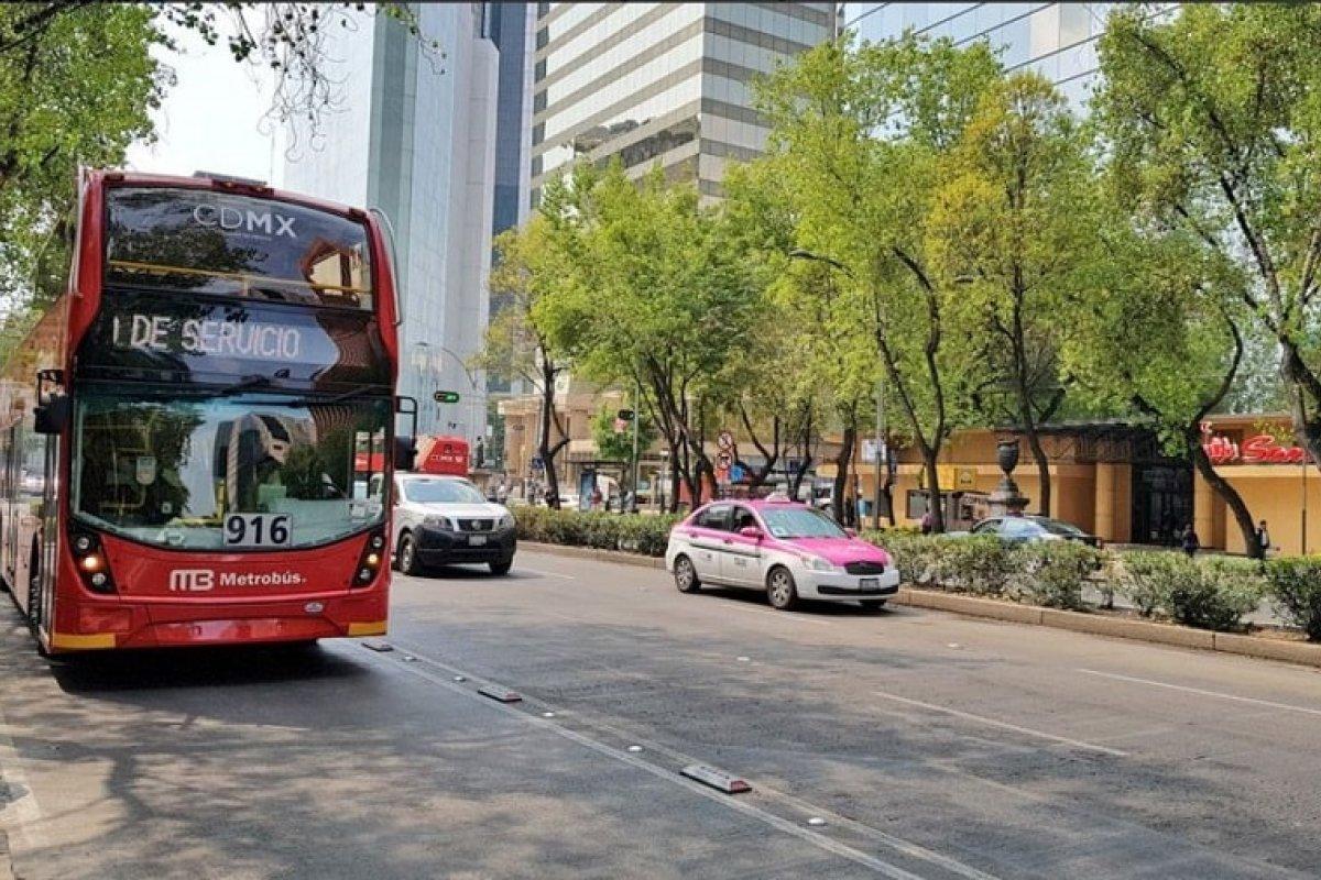El nuevo Metrobús de Reforma utiliza autobuses de doble piso y corre de Campo Marte a Indios Verdes.