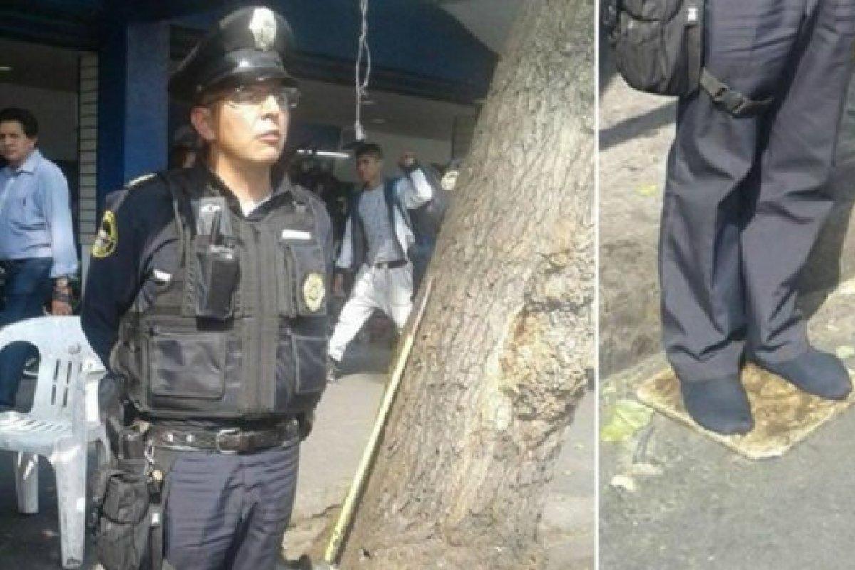 La SSP-CDMX, a través de Twitter, señaló que el uniformado, identificado como el agente Díaz, se encontraba esperando a que un zapatero ambulante terminara de arreglar sus botas.