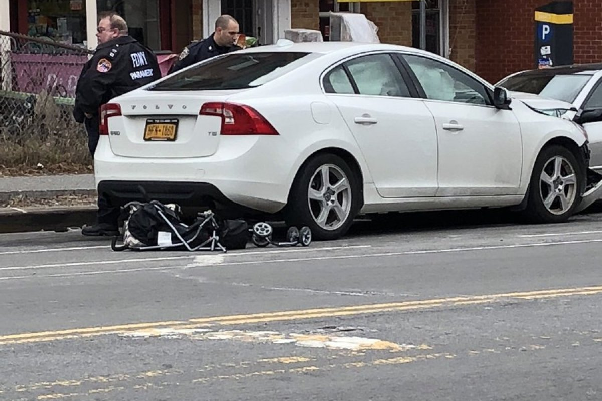 Foto: Accidente en Brooklyn, Nueva York/Twitter @leahfinnegan