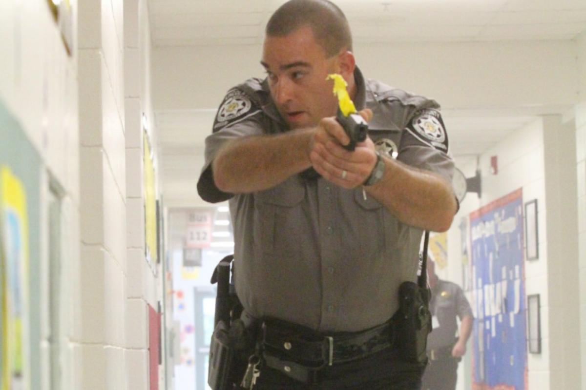 La medida para tener profesores armados en escuelas fue una iniciativa de padres de familia. Foto: PxHere