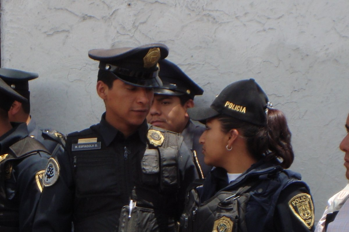 Darán de baja policías que no aprobaron controles de confianza
