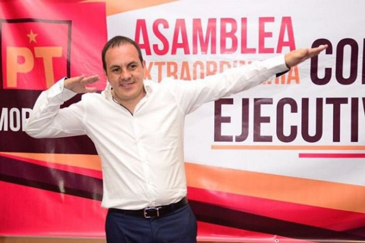 Cuauhtémoc Blanco en su registro como candidato de Morena-PT-PES.