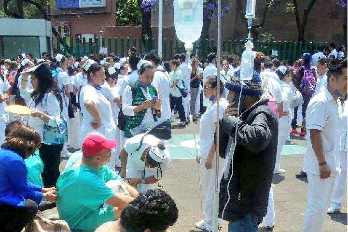 Foto: Desalojo al Hospital Gabriel Mancera / Twitter @SUUMA_CDMX