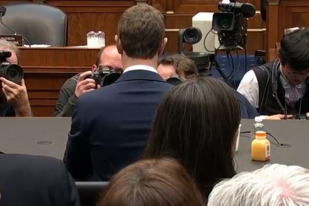 En el segundo día Zuckerberg tuvo una audiencia con la Cámara de representantes.