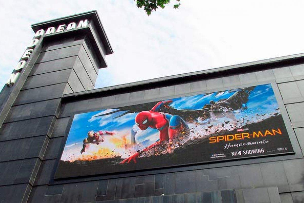 Spiderman Homecoming y Jumanji contrarrestaron los ingresos por licencias en televisión. Foto: David Holt /algunos derechos reservados.