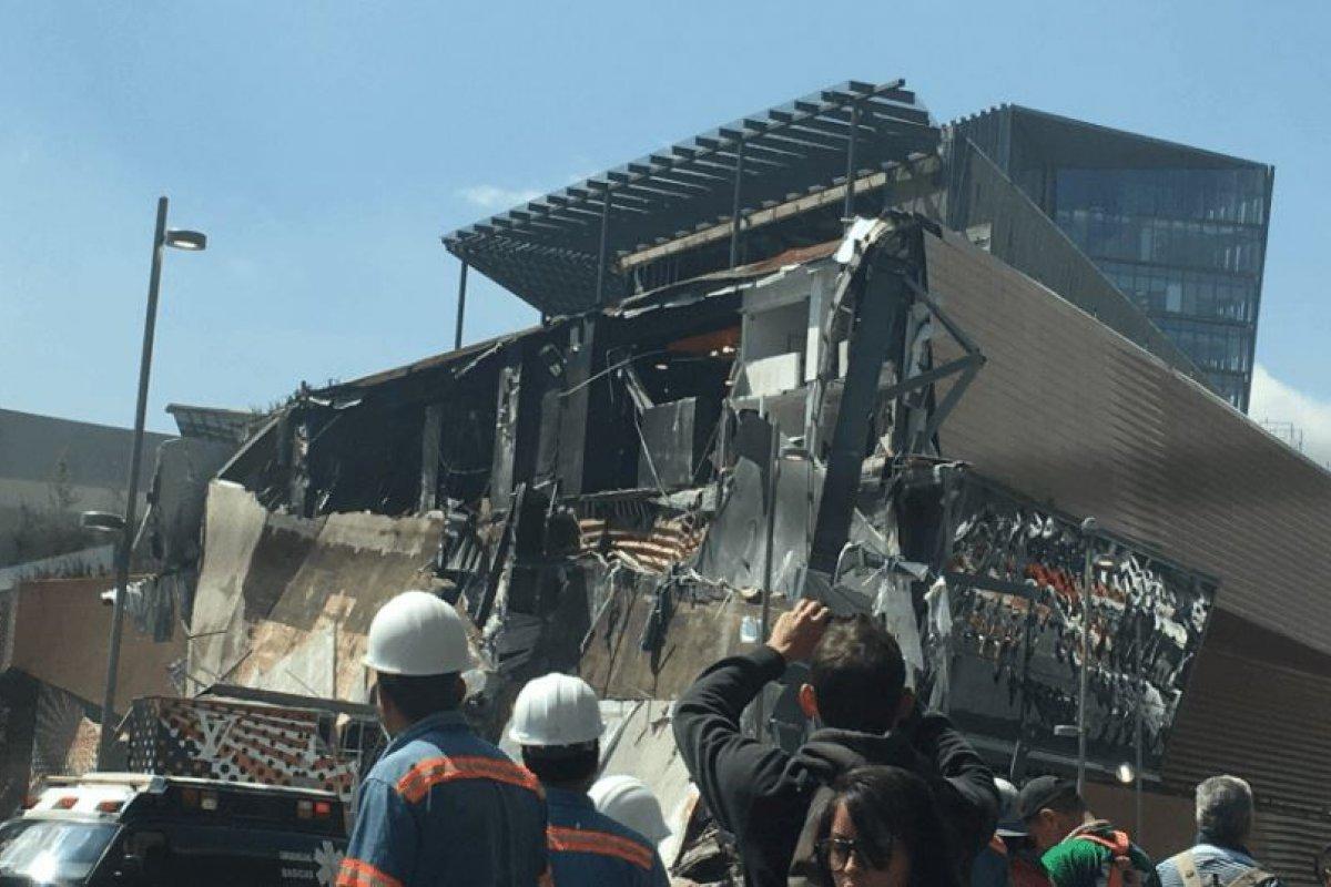 Derrumbe de la plaza ARTZ Pedregal.