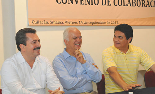Al centro, Pedro Aspe, quien también fue el nuevo secretario de hacienda en 1988